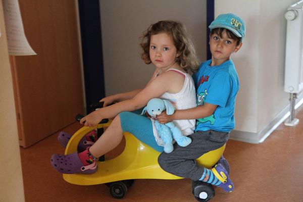 Zwei Kinder beim Spielen